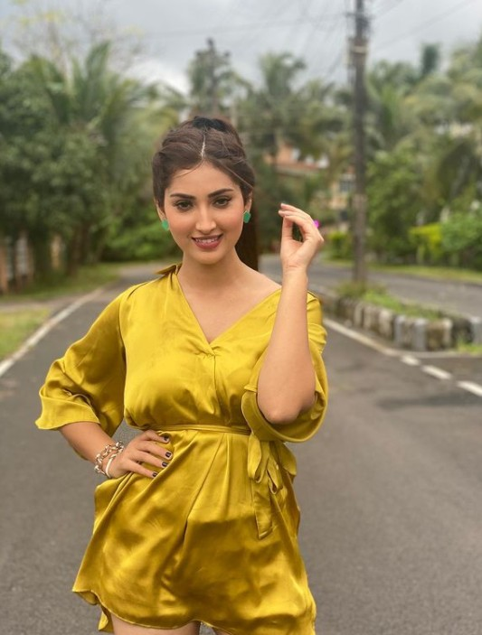 Isha Sharma(Punjabi Model) Age,Wiki,Family, Career, Punjabi songs and Music Videos, Boyfriend,Biography,Physical stats,Cars,Social Media, Family, Awards, Music Videos, New songs, Movies, Titles, Height, Date of Birth, Networth, Controversy, Instagram Videos and Pics, Twitter and more