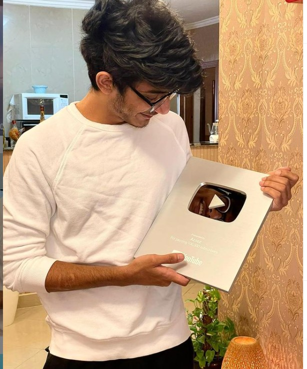 Azooz (YouTuber) Real Name, Age, Wiki, Family, Career, Girlfriend, Biography, Physical stats, Youtube Videos, Country, College, New Songs, Instagram, Controversy, Networth, and more